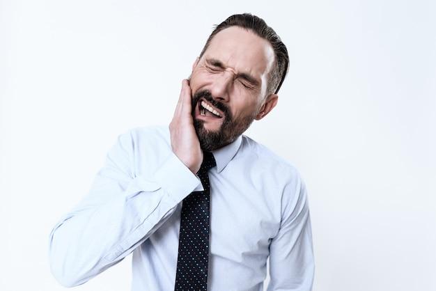 O homem tem uma dor de dente. Foto Premium