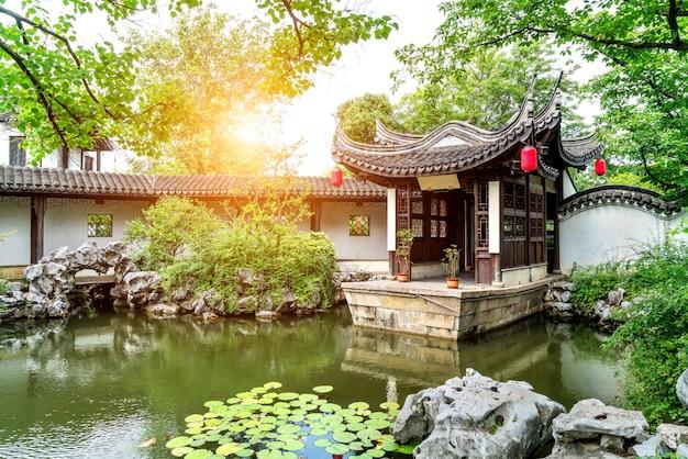 O jardim clássico de suzhou, na china, é um modelo da arte de jardinagem da civilização oriental. Foto Premium