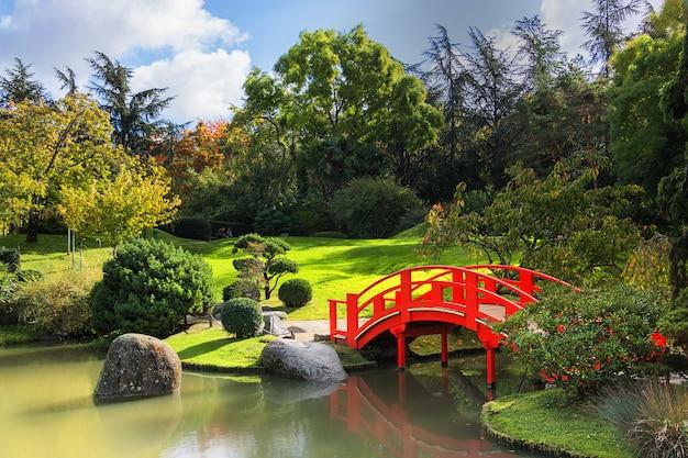 O jardim japonês em um dia ensolarado. distrito de compans caffarelli. toulouse. frança Foto Premium