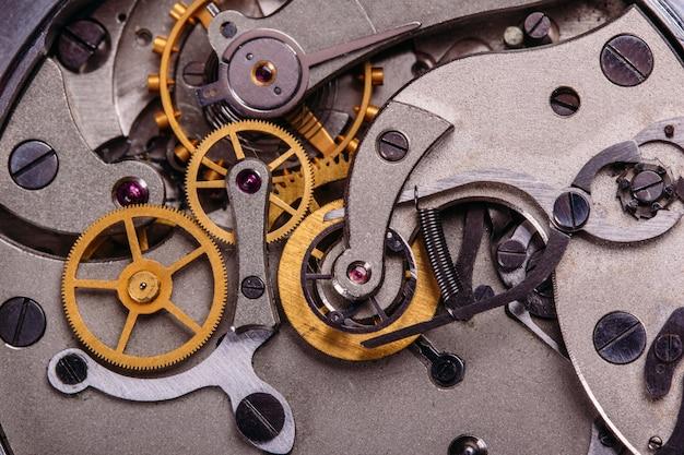 O mecanismo do antigo relógio soviético Foto Premium