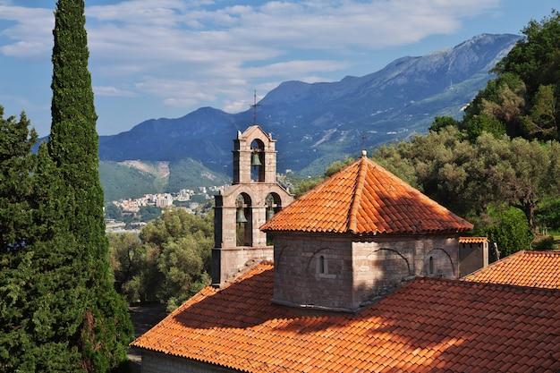 O mosteiro ortodoxo em montenegro Foto Premium