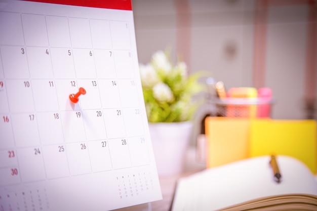 O organizador de eventos do calendário está ocupado. Foto Premium