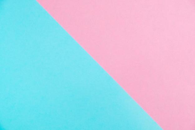 O plano de papel colorido da cor pastel coloca a vista superior, a textura do fundo, o rosa e o azul. Foto Premium