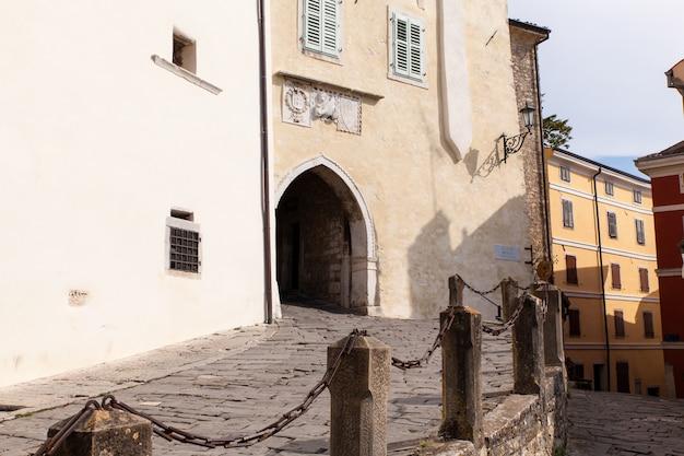 O principal portão da cidade, motovun Foto Premium