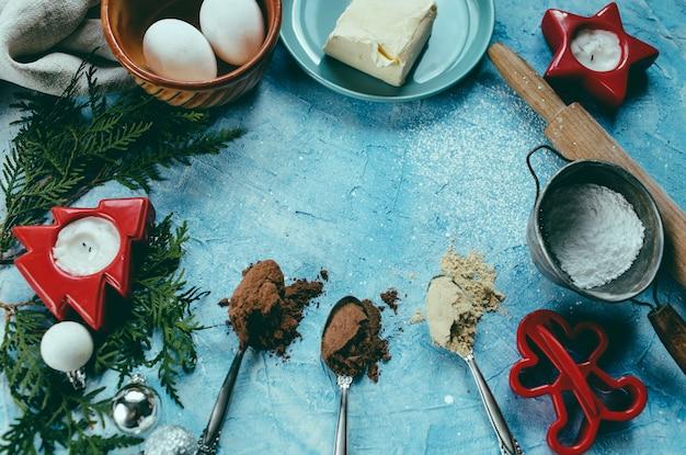 O processo de fazer biscoitos de natal Foto Premium