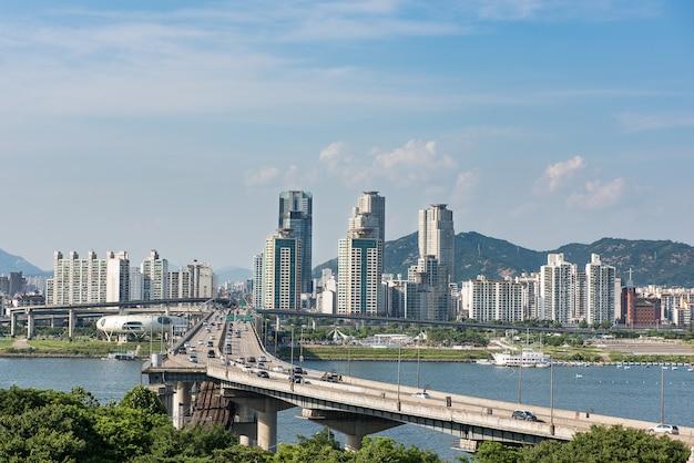 O rio han e sua ponte em seul Foto Premium