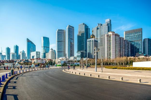 O skyline da paisagem arquitetônica de qingdao seaside city Foto Premium