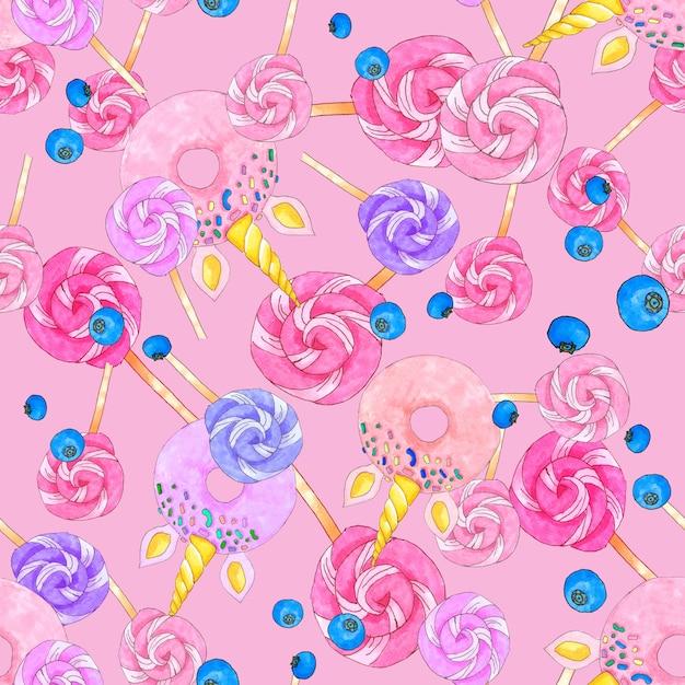 O teste padrão sem emenda com doces de açúcar, unicórnio deu forma a filhóses e a mirtilos no fundo cor-de-rosa brilhante. Foto Premium