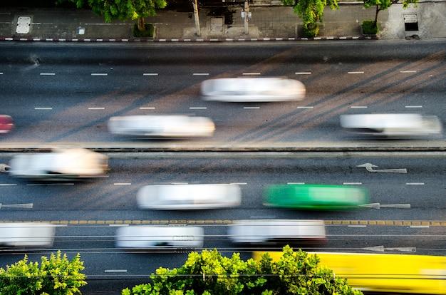 O tráfego na estrada em bangkok Foto Premium