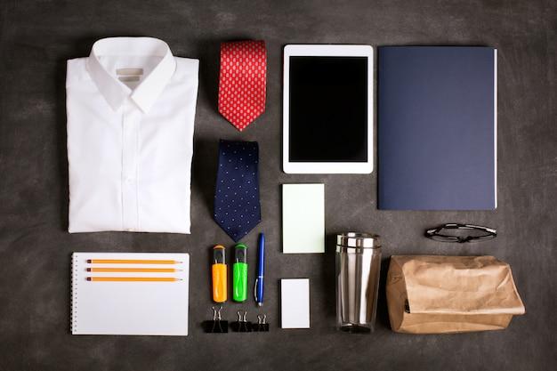 Objetos de negócios em cima da mesa, vista superior Foto Premium