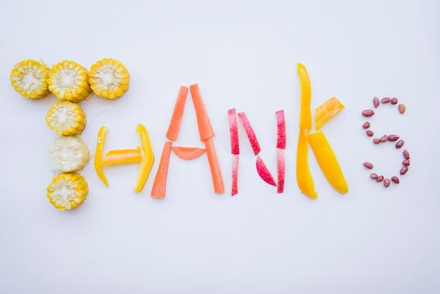 Obrigado letras feitas de comida Foto gratuita
