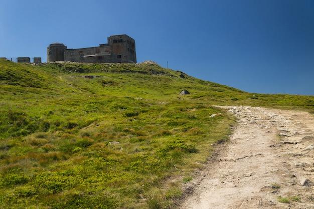 Observatório no topo da montanha Foto Premium