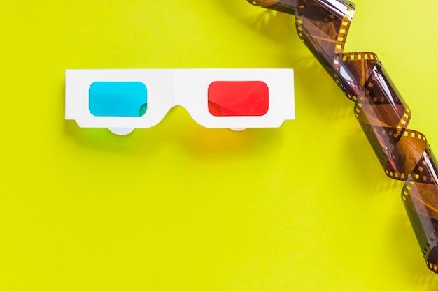 Óculos 3d de papelão e fita Foto gratuita