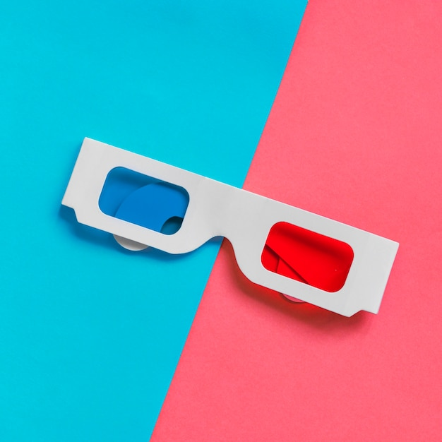Óculos 3d de papelão Foto gratuita