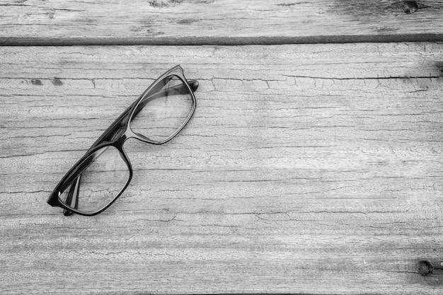 Óculos de olho roxo óculos com moldura preta brilhante Foto Premium