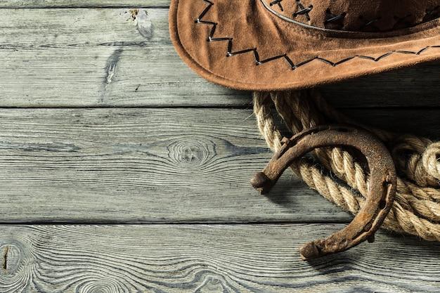 Oeste americano ainda vida com ferradura velha Foto Premium