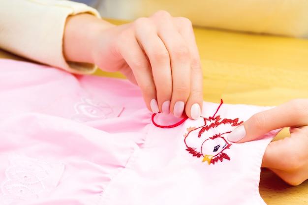 Oficina de costura e bordado ou local de trabalho Foto Premium
