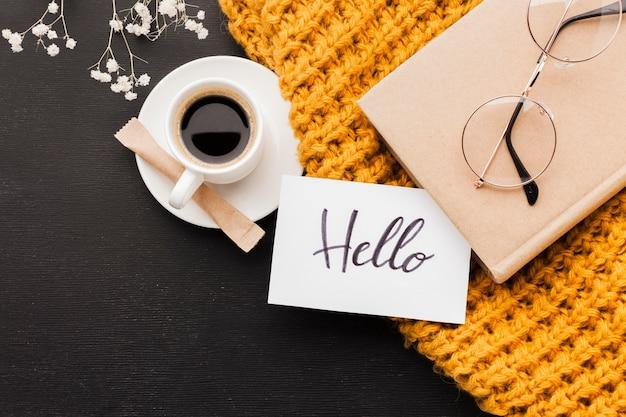 Olá mensagem da manhã e café Foto gratuita