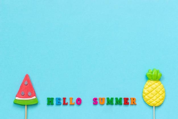 Olá verão, abacaxi e pirulitos de melancia. férias de conceito ou feriados Foto Premium