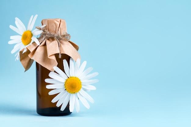 Óleo de aroma com camomila. Foto Premium