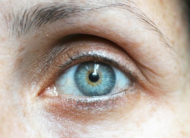 Olhos azuis close-up Foto gratuita