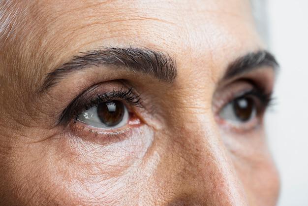 Olhos de close-up de mulher bonita Foto Premium