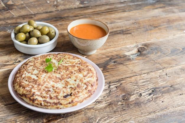 Omelete de batatas no pão Foto Premium