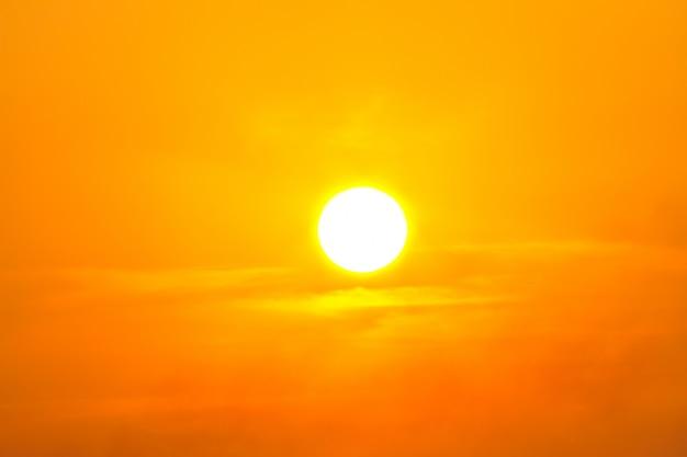 Onda de calor do sol quente. faz insolação Foto Premium