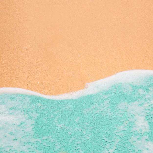 Onda de turquesa com espaço de cópia no topo Foto gratuita
