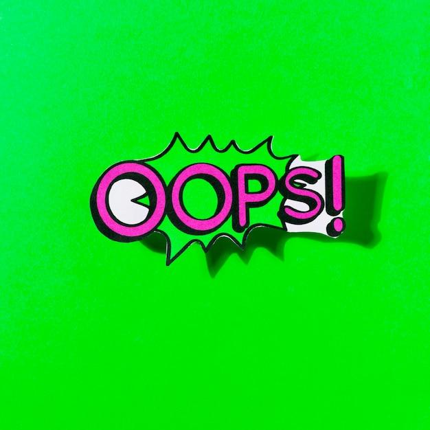 Opa! expressão de desenhos animados do discurso bolha em quadrinhos mensagem sobre fundo verde Foto gratuita