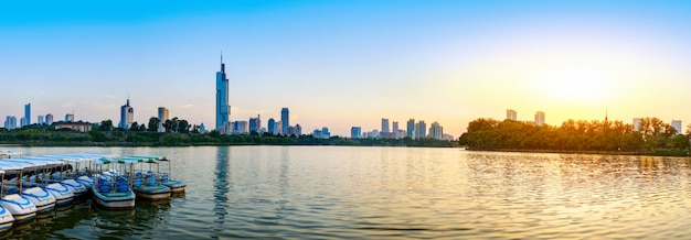 Opinião da cidade do lago de nanjing xuanwu Foto Premium
