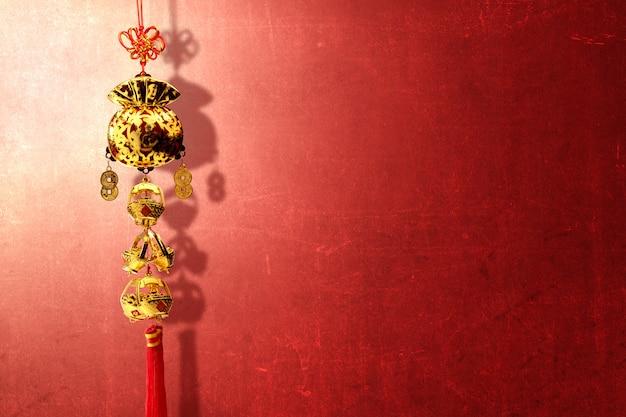 Ornamento do ano novo chinês sobre parede vermelha Foto Premium