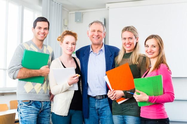 Os estudantes universitários passaram no exame Foto Premium