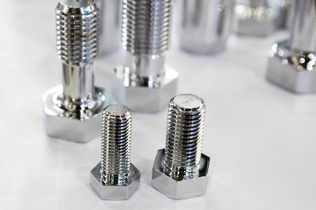 Os pequenos parafusos para máquina industrial Foto Premium