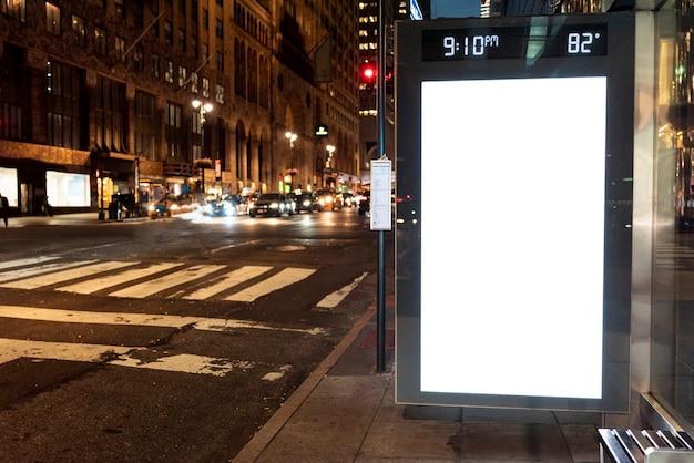 Outdoor de mock-up no ponto de ônibus Foto gratuita