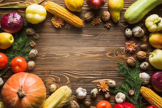 Outono vegetais com espaço no meio Foto gratuita