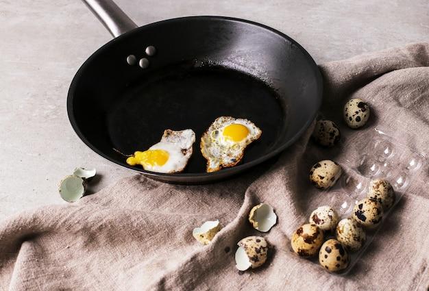 Ovos de codorna grelhados Foto gratuita