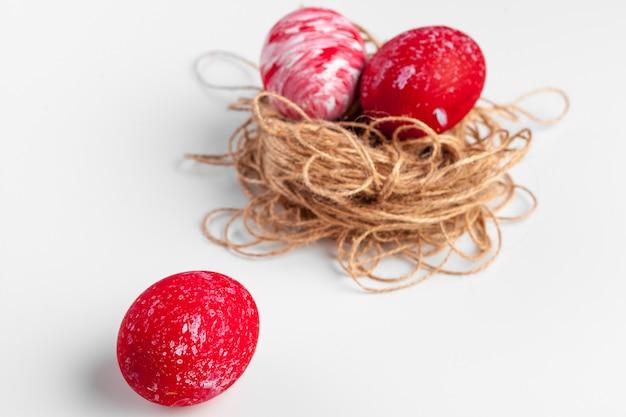 Ovos de páscoa artesanais isolados Foto Premium