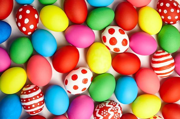 Ovos de páscoa coloridos Foto Premium