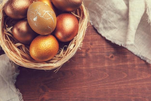 Ovos de páscoa de ouro Foto Premium