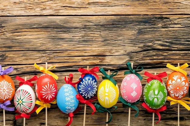 Ovos de páscoa em madeira Foto Premium