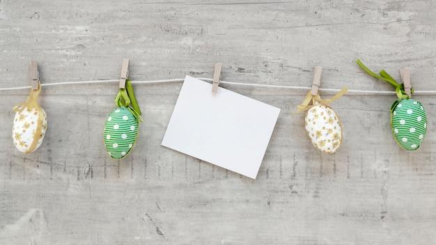 Ovos de páscoa pegar com ganchos Foto gratuita