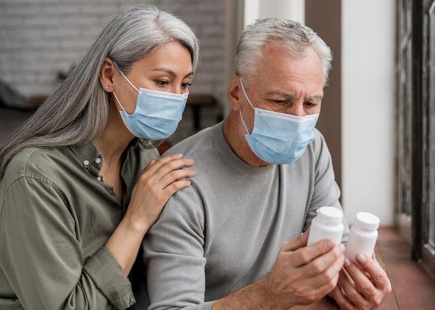 Pacientes verificando tratamento médico Foto gratuita