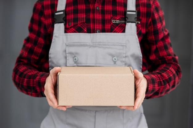Pacote de entrega em close-up Foto Premium