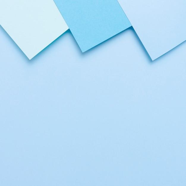 Pacote de folhas de papel tonificado azul com espaço de cópia Foto gratuita
