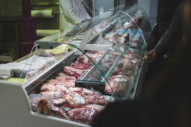 Pacotes de carne crua Foto gratuita