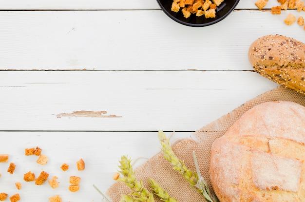Padaria ainda vida com pão artesanal Foto gratuita