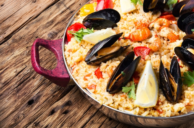 Paella com frutos do mar Foto Premium