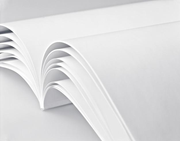 Página branca em um livro branco Foto Premium