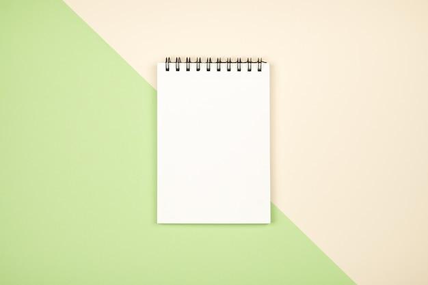 Página em branco do bloco de notas Foto Premium
